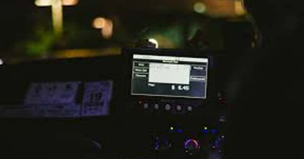 【※ゾッとする話】タクシーが目的地を通り過ぎた!私「なんで!?今すぐ降ろして!」運転手『それはできません…』その理由を聞いて凍りついた・・・
