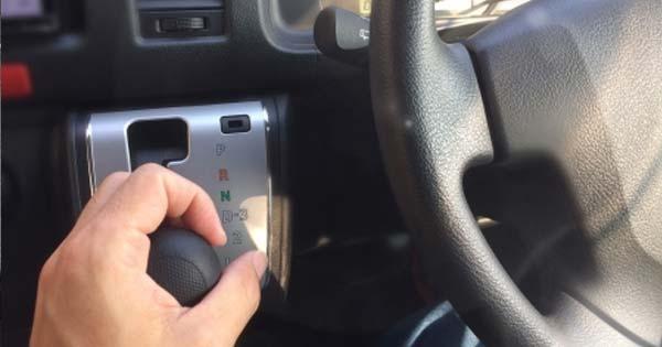 【※トリビア】これで燃費も抑えられるなんて知らなかった!『知っておくと非常に便利な車の機能2選』